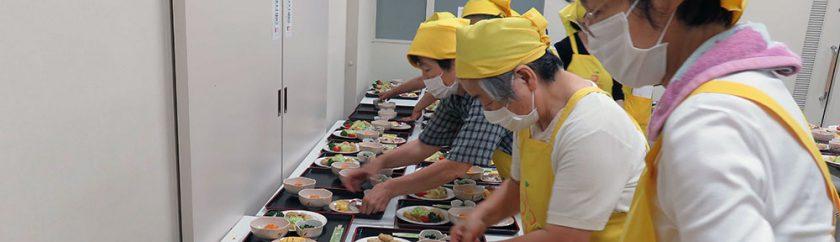 一人暮らし高齢者食事会-準備の様子