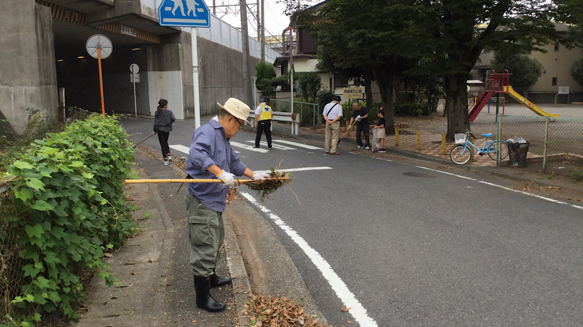 馬絹町内会で一斉道路清掃を行いました